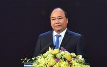 Thủ tướng bày tỏ lòng tri ân sâu sắc đến các thầy cô giáo, những người đã dày công vun đắp biết bao tài năng trẻ, làm rạng danh trí tuệ Việt Nam trên các trường thi khu vực và quốc tế. Ảnh: VGP/Quang Hiếu