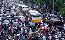 Áp lực dân số cao lên khu vực trung tâm Hà Nội có thể nhìn thấy rõ nhất qua câu chuyện tắc đường