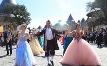 Những ai đã từng tới Disneyland sẽ thấy, carnival xuân tại Bà Nà cũng rộn rã không kém những lễ hội tại chuỗi các công viên hàng đầu thế giới