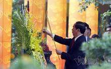 Chủ tịch nước Trần Đại Quang đã đến dâng hương tưởng nhớ các bậc tiên đế, các bậc hiền tài có công với nước
