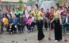 """Xem thi bắt cá, thêu khăn Piêu ở Lễ hội """"Mùa hoa Ban"""" Sơn La"""
