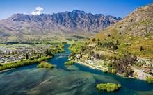 Những hồ nước đẹp như cổ tích ở xứ sở Kiwi đang bị các công ty đa quốc gia khai thác cạn kiệt. (Nguồn: Alamy)