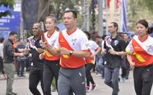 Xạ thủ Hoàng Xuân Vinh dẫn đầu nhóm I chạy tiếp sức