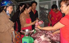 Người dân mua thịt được bình ổn giá