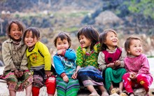 """Hà Giang được biết đến là """"cao nguyên đá"""", đi lại khó khăn, nhưng những đứa trẻ nơi đây vẫn ngày ngày """"đạp"""" lên mầm đá đó để sống, học tập và cùng nở những nụ cười thật rạng rỡ"""