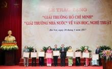 Chủ tịch nước Trần Đại Quang trao giải thưởng Hồ Chí Minh cho các tác giả và thân nhân tác giả