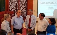 Bí thư Nguyễn Thiện Nhân (thứ 2 trái sang) trong buổi gặp gỡ giới trí thức tại TPHCM (Ảnh: PK)