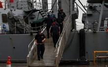 Thi thể các thủy thủ bị mất tích đã được phát hiện trong các khoang bị ngập nước của tàu. Ảnh: REUTERS
