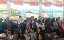 Nhiều du khách mắc kẹt tại cảng Cái Rồng vào sáng nay