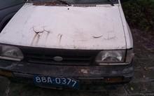 Một chiếc xe ô tô công của Sở Tài chính tỉnh Vĩnh Phúc đã mục nát được bán đấu giá với giá khởi điểm 15 triệu đồng (Ảnh: Infonet)