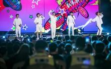 Nhóm B1A4 của Hàn Quốc biểu diễn trong sự kiện âm nhạc tổ chức sát biên giới Triều Tiên hồi cuối tuần trước. (Nguồn: AP)