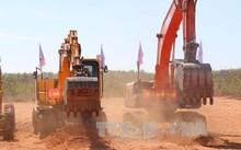 Các phương tiện thi công động thổ, khởi công xây dựng sân bay Phan Thiết