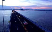 Hàng nghìn người đổ về Hải Phòng trải nghiệm cầu vượt biển dài nhất Việt Nam