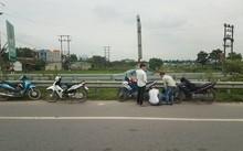 Xe máy, ô tô dính cả chùm đinh trên cao tốc Hà Nội - Bắc Giang Ảnh Khôi Minh