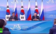 Tổng thống Hàn Quốc Moon Jae-in vàTổng thống Nga Vladimir Putin tại Diễn đàn kinh tế phương Đông diễn ra ở thành phố cảng Vladivostok
