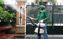 Phun thuốc diệt muỗi chưa đủ sức dập dịch SXH (Ảnh minh họa)