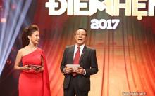 Vân Hugo lần đầu dẫn chương trình trao giải cùng MC kỳ cựu Lại Văn Sâm.