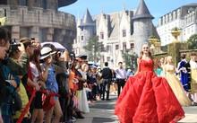Carnival đường phố thổi bùng sức sống không gian phố đi bộ Hồ Gươm