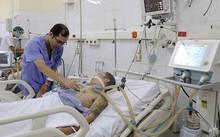 Nạn nhân ngộ độc rượu được điều trị tích cực tại Bệnh viện đa khoa Quảng Ninh