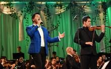 Đăng Dương trình diễn đàn bầu và giọng hát đỉnh cao trong live concert đầu tiên