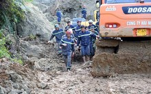 Công tác tìm kiếm những nạn nhân còn bị vùi lấp do sạt lở tại xóm Khanh, Tân Lạc, Hoà Bình vẫn tiếp tục được triển khai