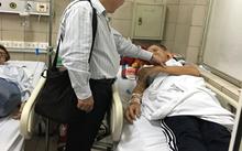 Đoàn công tác của Cục An toàn thực phẩm đã tới Trung tâm Chống độc – Bệnh viện Bạch Mai thăm hỏi bệnh nhân bị ngộ độc rượu được chuyển lên từ Bệnh viện đa khoa Thái Bình
