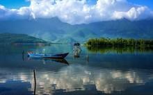 Ngay gần Lăng Cô có một đầm nước đẹp chẳng khác gì đảo Điệp Sơn