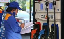Giá bán lẻ xăng dầu giảm sau 6 lần tăng liên tiếp. Ảnh: Ngọc Thành