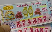 Từ ngày 1/1/2017, vé số kiến thiết tăng giá trị giải đặc biệt từ 1,5 tỷ lên 2 tỷ đồng. Ảnh: Việt Tường.