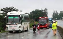 Phòng CSGT Công an tỉnh Quảng Bình tổng kiểm tra ô tô vào miền Nam sau Tết.