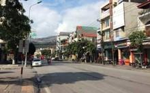 Cẩm Phả triển khai thu phí xe ôtô đỗ dưới lòng đường, vỉa hè. Ảnh: Minh Cương