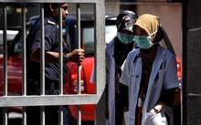 Các nhân viên pháp y Malaysia đang kiểm tra mẫu máu và mô của ông Kim Jong Nam.