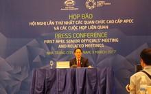 Thứ trưởng thường trực Bộ Ngoại giao Bùi Thanh Sơn chủ trì buổi họp báo.