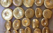 Số vàng được ông Hưng tự chế thành bánh nhỏ.