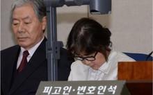 Bà Choi Soon Sil cúi đầu trong một phiên điều trần trước tòa. Ảnh: Getty.