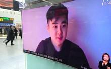 Người dân Hàn Quốc theo dõi chương trình truyền hình phát đoạn video được cho là của Kim Han Sol, con trai Kim Jong Nam tại một nhà ga ở Seoul.