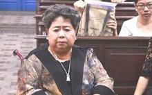 """Bà Hứa Thị Phấn trong một lần dự phiên tòa """"đại án"""" VNCB."""