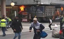 Xe tải lao vào một cửa hàng trên phố đi bộ ở thủ đô Stockholm.
