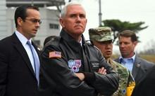 Phó tổng thống Mỹ Mike Pence đến thăm một ngôi làng gần khu phi quân sự liên Triều.
