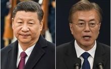 Chủ tịch Trung Quốc Tập Cận Bình (trái) và Tổng thống Hàn Quốc Moon Jae In
