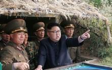 Lãnh đạo Triều Tiên Kim Jong-un và các quan chức quân sự.