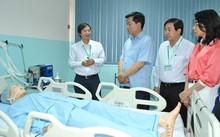 Ông Đinh La Thăng thăm trường Đại học Y khoa Phạm Ngọc Thạch hồi tháng 2. Ảnh: N.N
