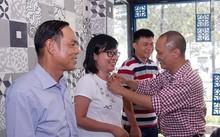 Ông Phạm Ngọc Thanh (ngoài cùng bên trái) trở thành sinh viên CNTT.