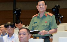 """Đại biểu Nguyễn Hữu Cầu (Nghệ An) cho rằng, công an không phải lực lượng """"đi đòi nợ"""" cho các tổ chức tín dụng. Ảnh: Quốc hội"""