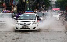 Hà Nội còn tiếp tục đón cơn mưa to như sáng 13/6. Ảnh: Bá Đô.