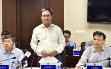 Phó chủ nhiệm Văn phòng Chính phủ - Nguyễn Cao Lục (giữa) đốc thúc EVN tiết giảm chi phí, cơ cấu và thoái vốn tại các doanh nghiệp để tăng hiệu quả đầu tư. Ảnh: Nhật Bắc