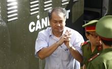 Ông Phạm Công Danh rời phiên tòa 'đại án' 9.000 tỷ đồng sau khi bị cấp phúc thẩm tuyên y án 30 năm tù và bồi hoàn thiệt hại hàng ngàn tỷ đồng. Ảnh: Tân Châu