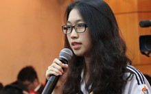 Nữ sinh THPT Việt Đức phát biểu tại buổi tiếp xúc cử tri chuyên đề với thanh niên của đoàn đại biểu Quốc hội TP Hà Nội ngày 19/3. Ảnh: Võ Hải.