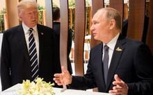 Tổng thống Trump và Tổng thống Putin trò chuyện trong lễ khai mạc Hội nghị Thượng đỉnh G20 tại Hamburg (Đức) hôm 7/7. Ảnh: Reuters