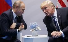 Tổng thống Nga Vladimir Putin gặp Tổng thống Mỹ Donald Trump bên lề hội nghị thượng đỉnh G20 tại Hamburg, Đức. Ảnh: AP.